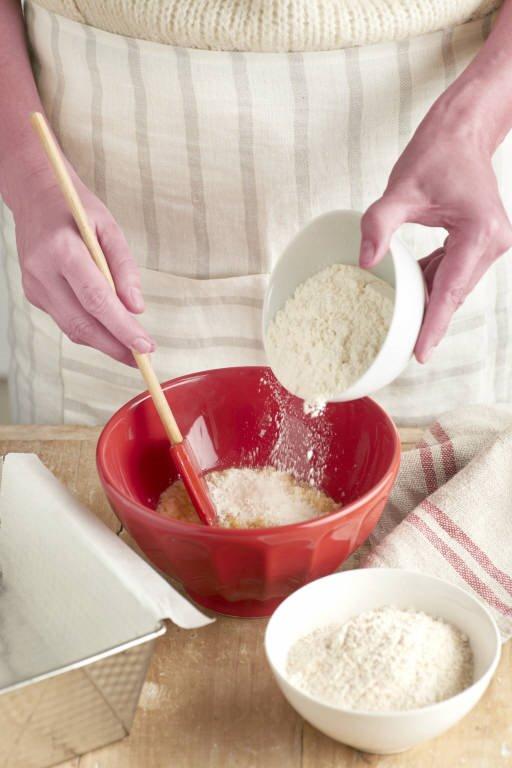 5. Añade la harina