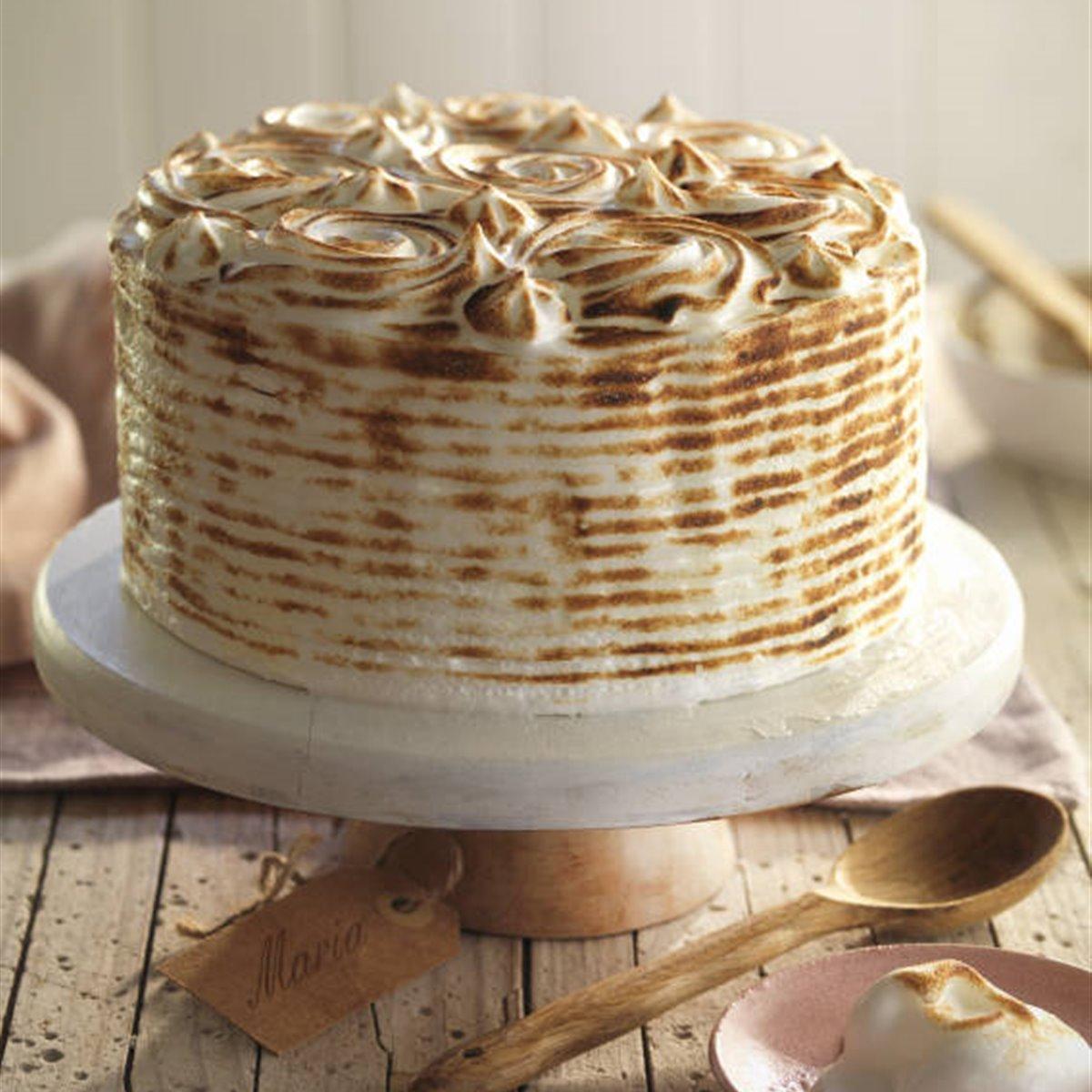 Bizcocho con cobertura de merengue tostado en dos texturas