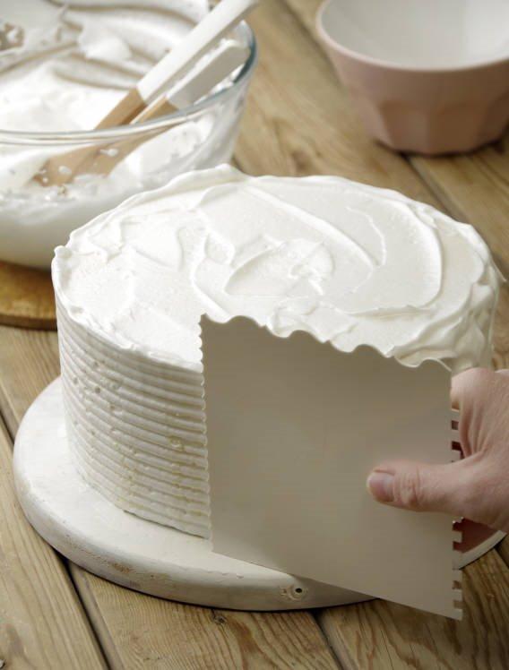 7. Cubre la tarta