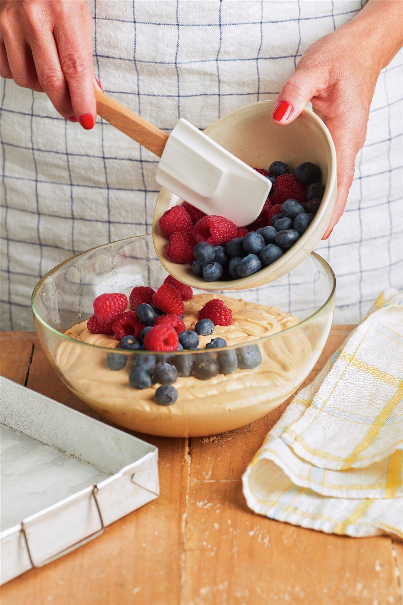 4. Incorpora los frutos