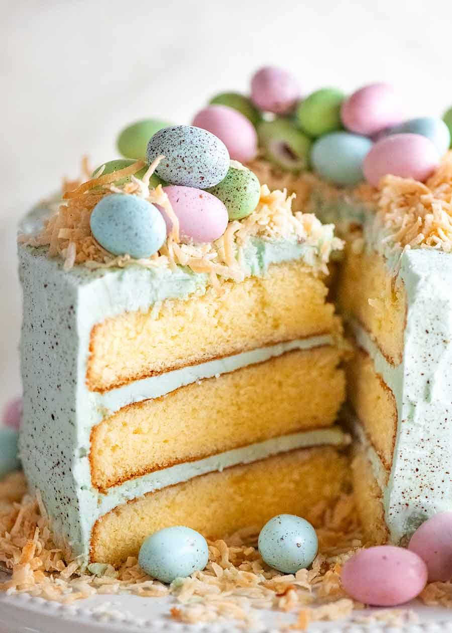 Cerca de un trozo de tarta de Pascua