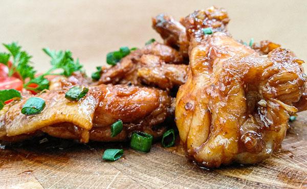 Alas de pollo fritas.  Una selección de recetas perfectas para disfrutar en familia o con amigos.  Delicioso y fácil de cocinar.
