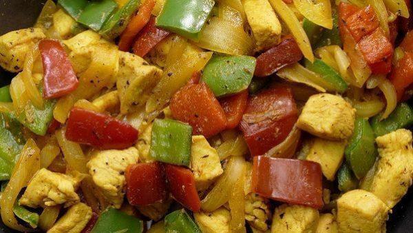 Verduras salteadas con pollo